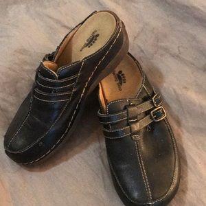 Shoes - Clogs